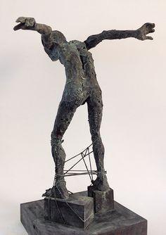 Figura Ne276. 2015. Arcilla polimérica. Polvo de bronce patinado. Acero. 35 x 15 cm. http://facebook.com/pablohuesoescultura
