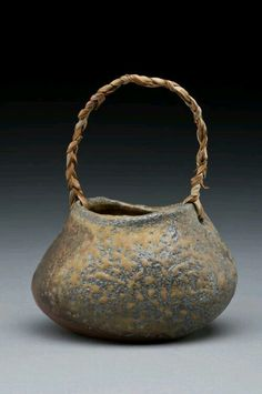 Jinny Whitehead (self-taught studio potter living and working in Vancouver) Hand Built Pottery, Slab Pottery, Ceramic Pottery, Pottery Art, Porcelain Clay, Ceramic Clay, Ceramic Plates, Kintsugi, Earthenware