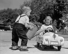 Vintage Cars Little Boy Playing Gas Station Pouring Water into Toy Car for Little Girl - Photographic Print Vintage Children Photos, Vintage Pictures, Photo Vintage, Vintage Cars, Vintage Glam, Ford Gt, Gas Relief, Pedal Cars, Boys Playing