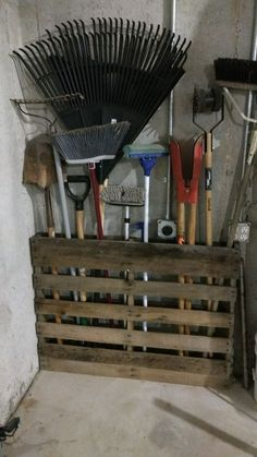 Pallet Garden - Pallet Garden Ingenious garden storage for tools, with . # for # garden storage # pallet garden Diy Garage Storage, Garden Tool Storage, Shed Storage, Garage Organization, Pallet Storage, Storing Garden Tools, Garden Tool Organization, Firewood Storage, Basement Storage