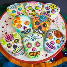 One dozen Dia de los Muertos sugar skull by CharliesCookies, $96.00 great cookie idea probably can do for less than $96/ doz. time consuming for sure