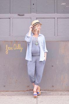 Mode maternité: style top confort   FashionIsEverywhere.com   Maternity fashion   Maternity outfit   Maternity jumpsuit