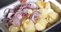 Fyld formen med kartofler og løg – 30 minutter senere kan du servere din nye livret til efteråret Fun Cooking, Cooking Recipes, Potatoes Dauphinoise, Sour Foods, Tasty Videos, Low Sodium Recipes, Fall Dishes, Food Platters, Happy Foods