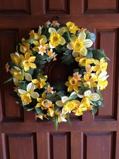 A beautiful daffodil wreath for St David's Day Daffodil Day, Daffodil Bulbs, Daffodils, St Dwynwens Day, Saint David's Day, Birth Month Flowers, Mother Plant, Spring Bulbs, Fall Decor