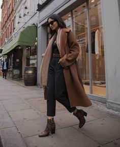 Get the coat for at Zara - Wheretoget - Outfit Inspiration - Autumn Fashion Casual Winter Outfits, Classy Outfits, Fall Outfits, Work Outfits, Winter Outfits For Teen Girls Cold, Christmas Outfits, Outfit Winter, Summer Outfits, Look Office