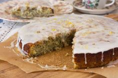 Fan of lemon poppy seed cake? What about lemon drizzle? Combine the two and you end up with this fabulous lemon poppy seed drizzle cake. Mmm!