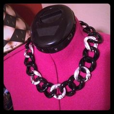 Statement Necklace This necklace will dress up any simplistic outfit! It is very lightweight. Jewelry Necklaces