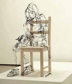 これが針金だって信じられる?スケッチ描きにしか見えないワイヤーアート作品いろいろ : らばQ Ladder Decor, Sculpture, Chair, Furniture, Beautiful, Wire, David, Collections, Home Decor