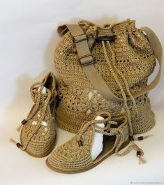 Crochet Boot Socks, Crochet Sandals, Crochet Slippers, Crochet Shoes Pattern, Crochet Patterns, Make Your Own Shoes, Creative Knitting, Knit Shoes, Knitted Bags