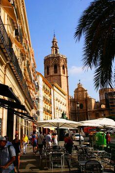 Valencia, Plaza de la Reina y la catedral de la ciudad, Spain