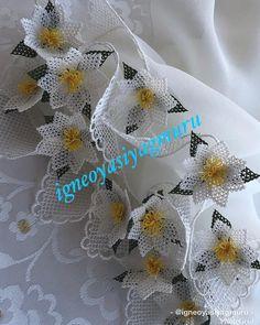hayırlı cumalar... #iğneoyası #iğne #igneoyasi #tasarım #çiçek #gül #takım #modelim #motifim #sanat #art #sabırişi #emek #elemegi #göznuru… Knitted Poncho, Knitted Shawls, Knit Shoes, Needle Lace, Sweater Design, Knitting Socks, Pedi, Hand Embroidery, Knit Crochet