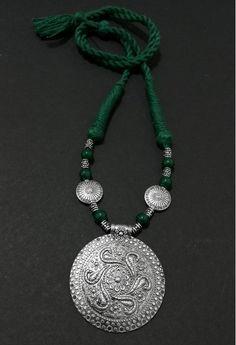 Bohemian Jewellery, Thread Jewellery, Fabric Jewelry, Jewelry Design Earrings, Beaded Jewelry, Terracotta Jewellery Designs, Chunky Bead Necklaces, Jewelry Model, Necklaces