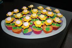 leuk traktatie ideetje voor de klas Party Treats, Food Design, Diy Food, Kids Room, Muffin, School, Birthday, Desserts, Ideas