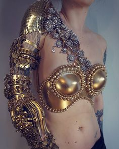 Agnieszka Osipa - detail sleeve piece from wedding armor, custom order Fantasy Armor, Fantasy Dress, Real Costumes, Mädchen In Bikinis, Costume Design, Wearable Art, Passion For Fashion, Hipster, Detail