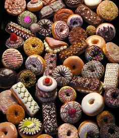 Doughnuts (a. Donuts) are a sweet snack made of deep-fried flour dough. Donut Maker Recipes, Bakery Recipes, Dessert Recipes, Mini Donuts, Doughnut, Donuts Donuts, Holy Donut, Donut Pictures, National Donut Day