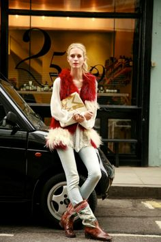 #PoppyDelevingne having a major vest/boots/bag moment #offduty