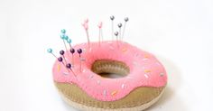 Learn how to make a felt doughnut pin cushion in my DIY tutorial. This would be perfect gift idea for a sewing fan.