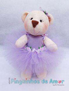 Ursa Bailarina - Lilás Confeccionada em pelúcia creme, mede aproximadamente 25cm de altura. Os braços e pernas são articulados. https://www.facebook.com/590226697750885/photos/?tab=album&album_id=1018636188243265