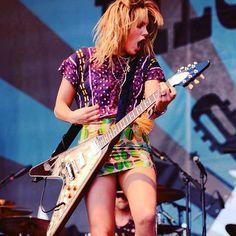 Female guitarist in action Grace Potter, Bass, Women Of Rock, Guitar Girl, Music Pics, Female Guitarist, Women In Music, Metal Girl, N Girls