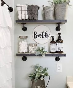 27 Best Rustic Farmhouse Bathroom Makeover Ideas * aux-pays-des-fleu… 27 besten rustikalen Bauernhaus Badezimmer Makeover Ideen * das Land-of-fleu … Decor, Home Remodeling, Small Bathroom Storage, Small Bathroom Decor, Home Decor, Apartment Decor, Diy Shelves Bathroom, Bathroom Design Small, Bathroom Decor