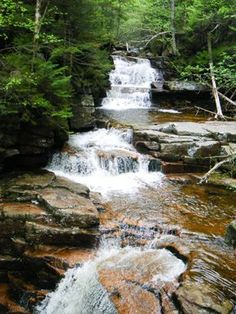 12 Secret Spots in New Hampshire Where Nature Will Completely Relax You Vacation Places, Vacation Trips, Vacation Spots, Day Trips, Fall Vacations, Vacation Ideas, New England Fall, New England Travel, New Hampshire Attractions