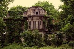 Abandoned ~ I bet this was an amazing house at one time ~ why are they left to decay???