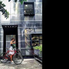 Foto: @concavani ・・・ fachada | restaurante tuju | vapor 324  #arquiteturapaulistana