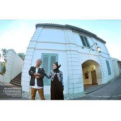 #Foto #PreWedding #Outdoor #Photoshoot for Heru+Nina at Benteng Vredeburg #Yogyakarta   #Photo by @Poetrafoto #Photography, http://prewedding.poetrafoto.com/pre-wedding-outdoor-photo-at-benteng-vredeburg-yogyakarta_471