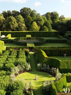 Yew hedges enclose an orchard (center) and the herb garden (bottom) as well as the Fountain Garden (top), a feature that was added in Amazing Gardens, Beautiful Gardens, English Garden Design, Garden Park, Herb Garden, Gardens Of The World, Driveway Landscaping, Landscaping Ideas, Garden Fountains