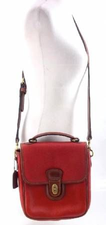 Coach Red / Brown Should Bag Purse i waaaaant!! <3 simple and cute!