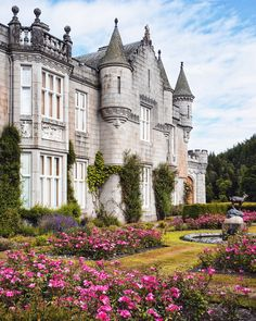10 Scottish Castles that are straight out of a fairytale. These iconic landmarks in Scotland are a must see! Some of the best castles in Inverness. Learn some little known facts about Scottish Castles before your trip. Fairytale Castle, Fantasy Castle, Wonderful Places, Beautiful Places, Beautiful Homes, Scottish Castles, Castle House, Castle Ruins, Belle Villa