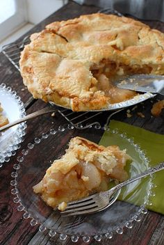 Ginger Pear Pie. A delicious cool weather pie that will surprise guests with its wonderful and unexpected flavor combination! | Boulder Locavore