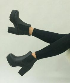 Crazy Shoes, Me Too Shoes, Shoes Sandals, Shoes Sneakers, Aesthetic Shoes, Fresh Shoes, Cute Boots, Heeled Boots, Thick Heel Boots