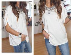 8,90€ <3 peça única  T-shirt com nó na manga - 8,90€ tamanho único #dresses #necklaces #womenbag #bag #blouses #dailysale #sale