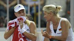 Angelique Kerber (l.) trifft im Finale der Australian Open auf Serena Williams