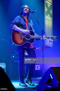 Joseph Keefe of Family of the Year performs onstage during Photo d'actualité Family Of The Year, Joseph, Film, Photos, Concert, My Love, Music, Image, Movie