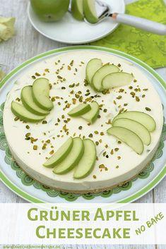 Erfrischende Kühlschranktorte mit Frischkäse, Joghurt, Zitrone und knackigen Stückchen von grünen Äpfeln auf Keksboden. Ein toller Sommer-Cheesecake ohne Backen. #cheesecake #nobake #kühlschranktorte #apfel #torte #rezept #sommer