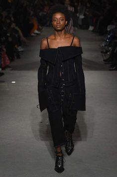 The complete Marques'Almeida Fall 2018 Ready-to-Wear fashion show now on Vogue Runway.