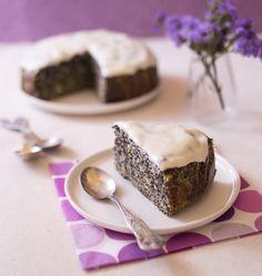 Ce gâteau est très riche en graines de pavot. Je l'ai fait pour mon mari d'origine polonaise, qui adore le makotch, cette brioche roule au pavot.