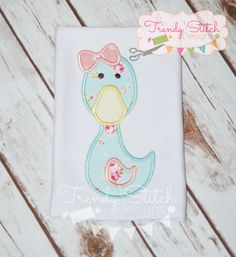 Duck Girl Applique Design Machine by trendystitchdesigns on Etsy Applique Designs, Machine Embroidery Designs, Pretty Designs, Stitch Design, Ribbon Bows, Greeting Cards Handmade, All Design, Etsy, Bibs