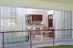 Departamento muestra. Showroom, Divider, Furniture, Home Decor, Interior Design, Home Interior Design, Fashion Showroom, Arredamento, Room Screen