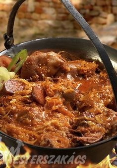 Cabbage is full of pork - Káposzta csupa disznósággal – Receptletöltés Hungarian Recipes, Goulash, Dutch Oven, Chili, Grilling, Cabbage, Curry, Pork, Food And Drink