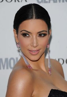 Top 20 Kim Kardashian Makeup Looks - Style Motivation Kim Kardashian Makeup Looks, Kim Kardashian Cabelo, Kim Kardashian Before, Kardashian Style, Kardashian Jenner, Kardashian Wedding, Kardashian Fashion, Kardashian Nails, Celebrity Plastic Surgery