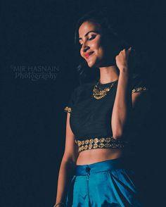 It dressing sense is awsm Indian Blouse, Indian Wear, Vidya Vox, Girl Fashion, Fashion Dresses, Dressing Sense, Indian Girls, Iphone Wallpapers, Shiva