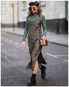 From checks to trainers, here's what the street-style set were wearing at the London Fashion Week shows. London Fashion Weeks, London Fashion Week Street Style, Dublin Street Style, Urban Street Style, London Street, Tokyo Fashion, Slip Dress Outfit, Winter Dress Outfits, The Dress