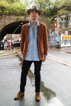 Vintage, retro, ridiculous whatever you want to call this we think it looks awesome. Men's autumn winter street style.