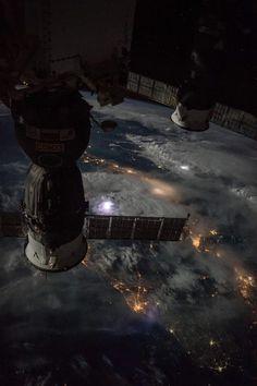 Luzes do Planeta Terra vistos pela Estação Espacial Internacional