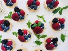 Christmas Berry Tarts Berry Tart, Christmas Recipes, Tarts, Panna Cotta, Berries, Ethnic Recipes, Food, Mince Pies, Pies