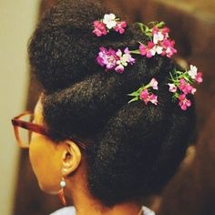 comment the source of this image. Hairstyles for natural hair. Natural hair. aFro hair. AFro hairstyles. Natural hairstyles. Natural hair and flowers.