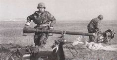 bazooka vespa 150 TAP 2   Le bazooka vespa ou vespa 150 TAP   vintage vespa TAP scooter photo parachute image guerre canon bazooka